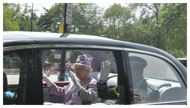 英国女王用了16年的宾利,全球只有2辆,最快每小时跑209公里