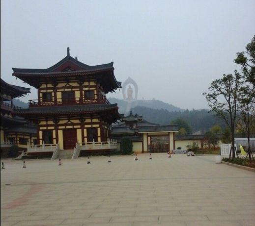 东林寺座落于庐山西麓,是净士宗发源地,是中国佛教八大道场之一