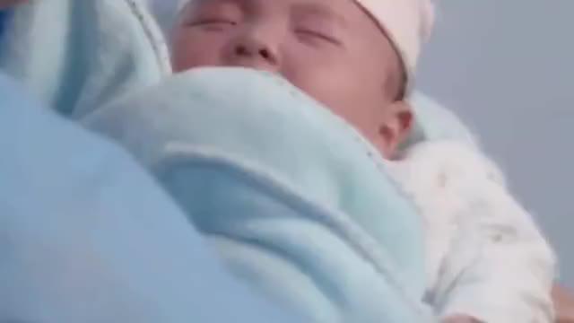 爱的妇产科看着差点被自己闷死的宝宝,朱丹真的是后怕啊!