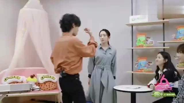 华晨宇赵磊练习室摸头杀,孟美岐看呆了,竟然还有这种操作?