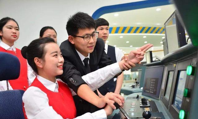 """毕业想进铁路部门?五大""""铁道部""""王牌高校别错过!铁饭碗潜力股"""