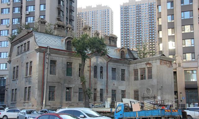 探访哈尔滨不可移动文物,吴大帅府内部,看到了苏联时期的报纸