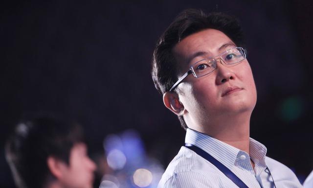 马化腾找遍中国互联网公司,曾想300万卖掉QQ,张朝阳只想出60万