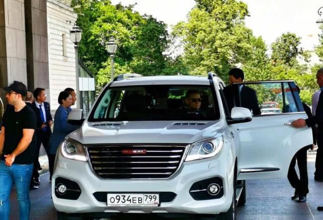 董明珠:你看看车企老板,有几个开自己家的汽车?