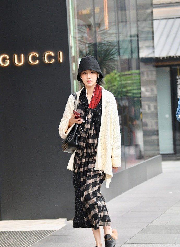 街拍:时尚潮流的穿搭,让你走在时尚最前沿!