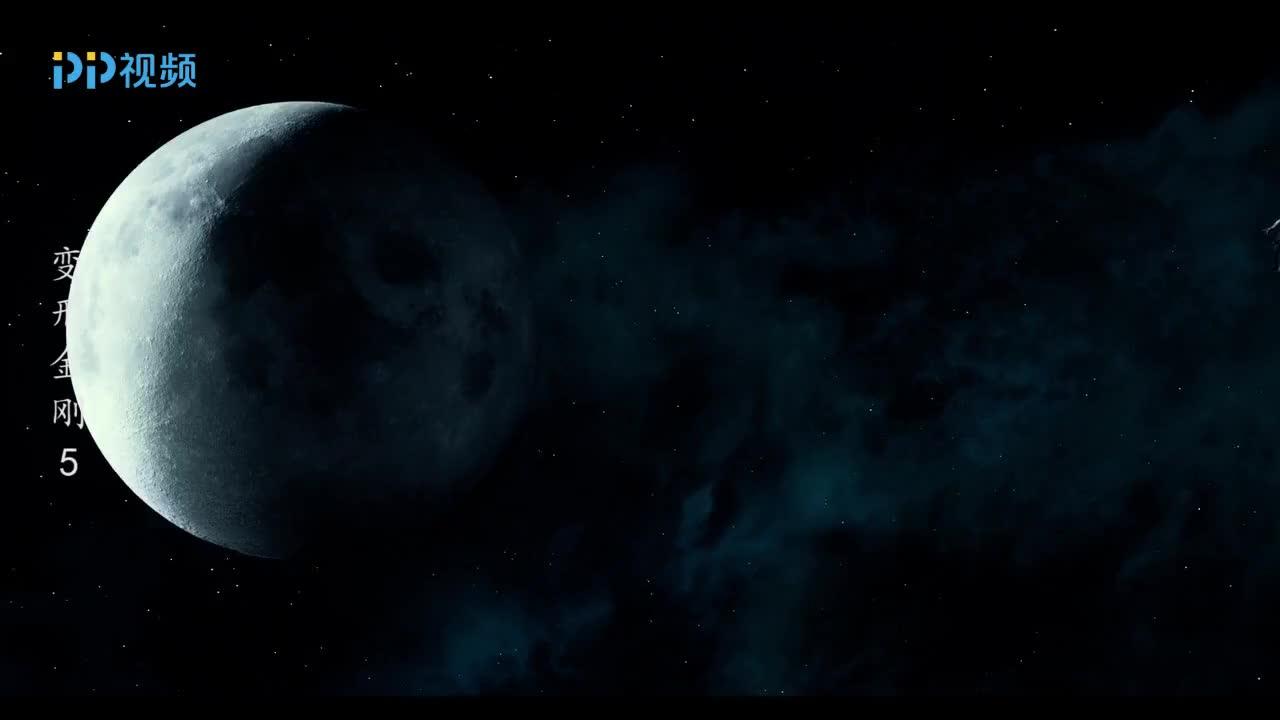 变形金刚:赛博坦与月球擦肩而过,月球立马变得满目疮痍