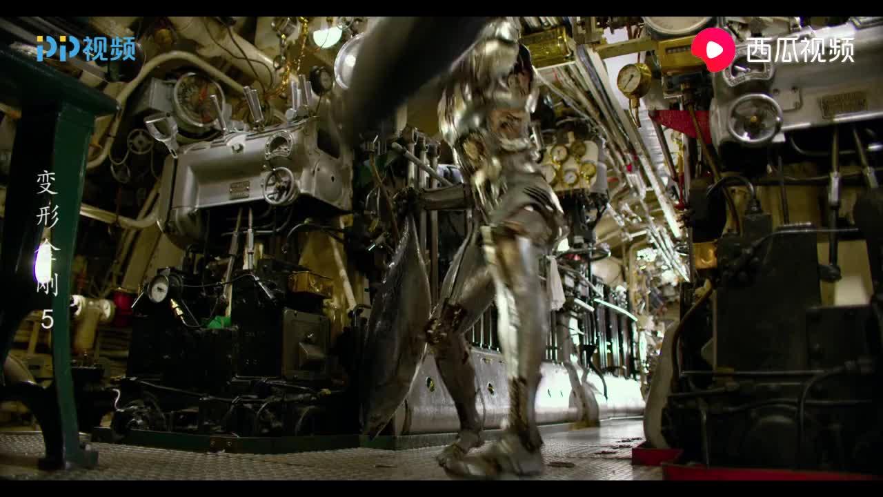 变形金刚:长老踹鱼的动作真的皮,不愧是几百年的老机器人