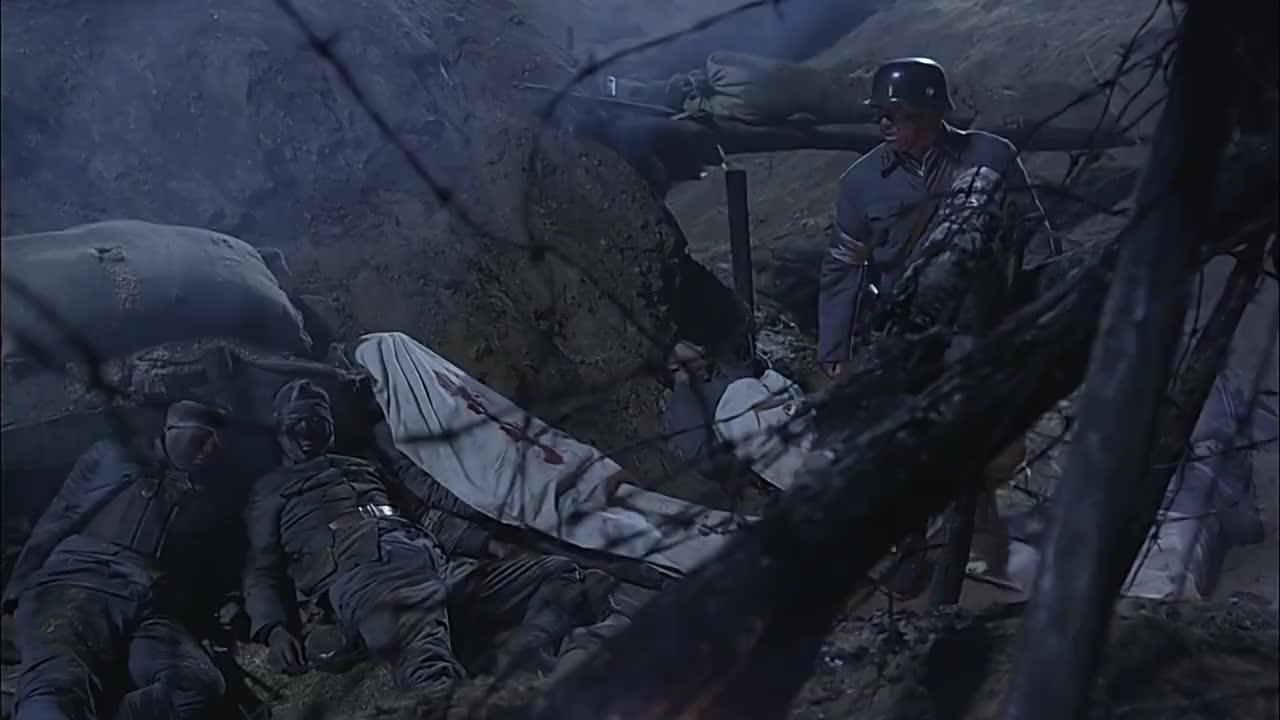 国军坚守阵地直到最后一人却只剩下残兵不料一声爆炸声响了