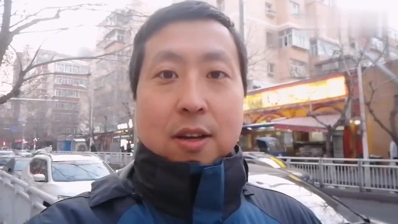 新疆乌鲁木齐和田二街有家三元烤肉店用的是新鲜羊肉外焦里嫩