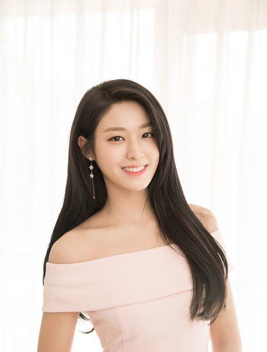 AOA成员金雪炫,其实也是个小可爱啊,精致的五官简直不要太美!