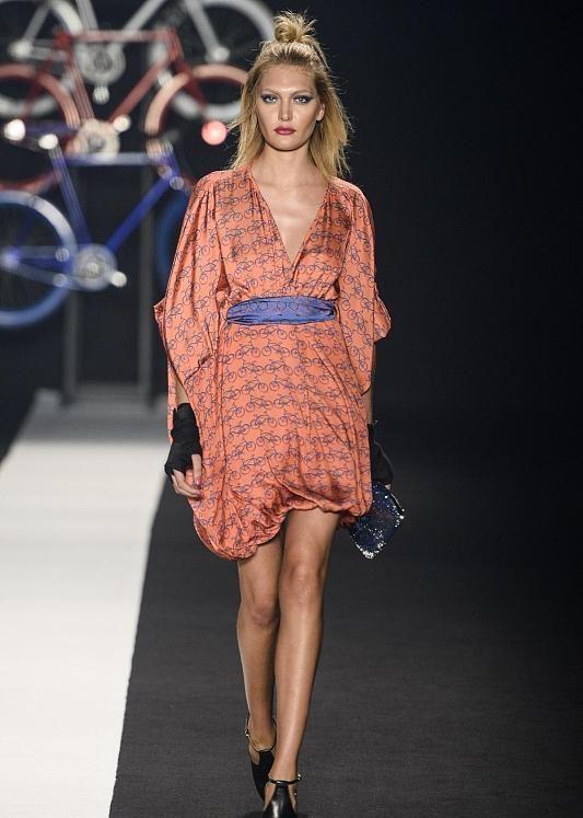 时装周:潮流需要有格调的小仙女多多关注,它能助你成为人群焦点