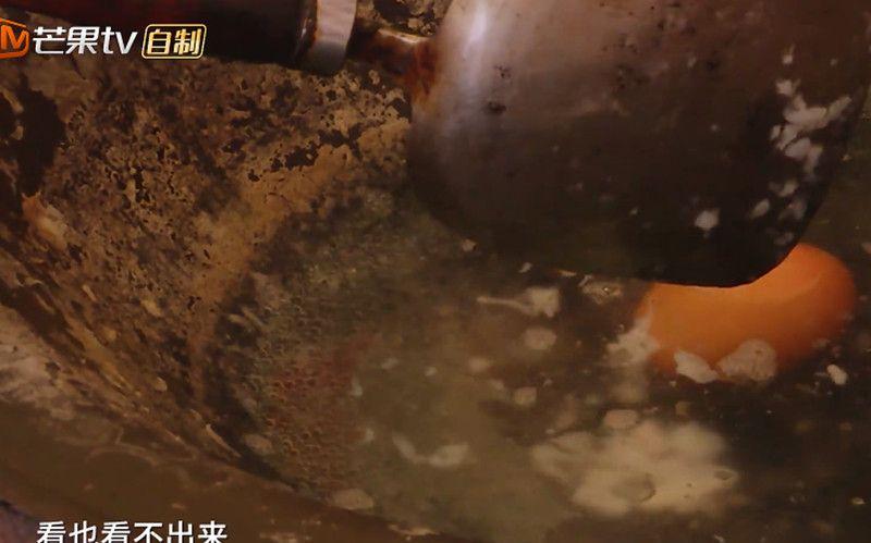 黄圣依给安迪煮鸡蛋,连锅子都没有洗,网友:还能更恶心一点吗?