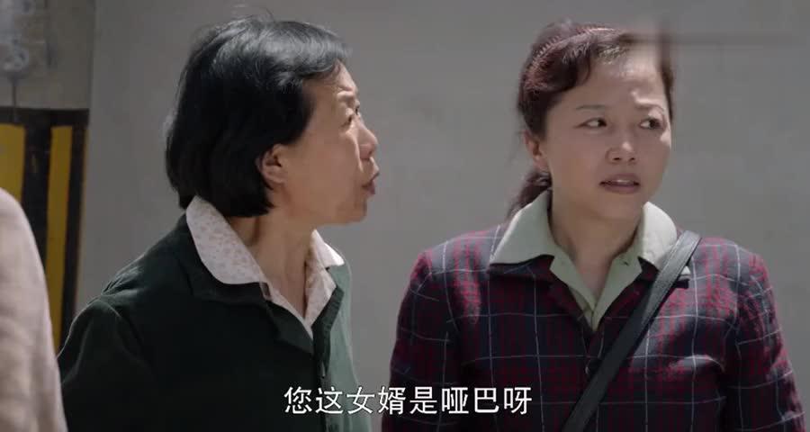 小伙整日和泼妇妻子生活,一见到贤惠前任满满的后悔,全流露出来