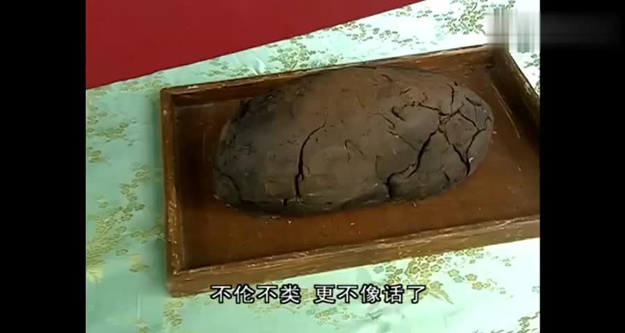 大厨做了一道烤乳猪,考官说它并不稀奇,不料一切开后考官看呆了