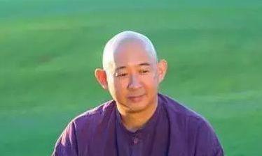 他是陈诚的长孙,一次轮回测试让他醉心佛教,后将家族财富捐出