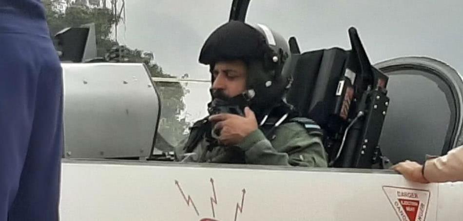 勇敢!印度空军司令坐国产教练机HTT-40上天 仍未能服役