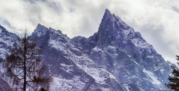 寒风飞雪星月夜:冬季技术型雪山半脊峰攀登记