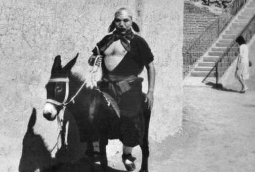 《西游记》罕见老照片:二师兄在骑驴,几位主演穿便服时的合照
