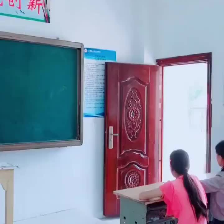 看到这个老师后才知道为啥升学率这么差了应该被老师耽误了