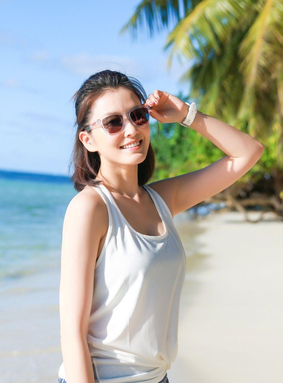 徐洁儿沙滩活力健身