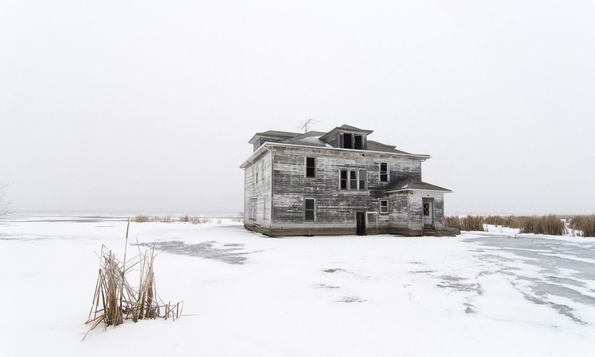 美国有片魔鬼湖,20年水位上升11米,如今遍布人类遗迹