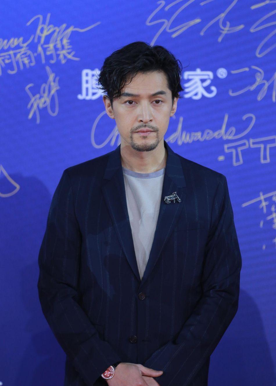北影节开幕式群星熠熠 胡歌携《李娜传》剧组亮相红毯