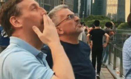 德国工程师来中国度假,看到这一幕惊了:中国人太疯狂!