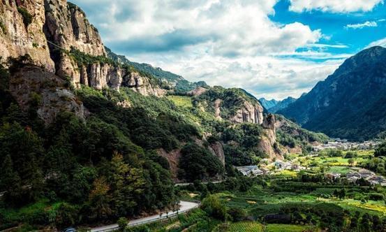 浙江最坑的景区,除了厕所是亮的别处都是黑的,景色全靠导游的嘴