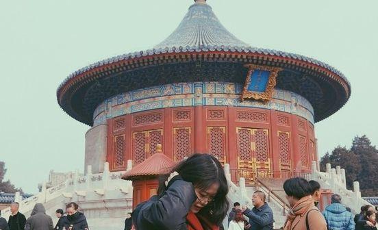 皇穹宇,天坛整体建筑的一个重要组成部分,位于圜丘的北面