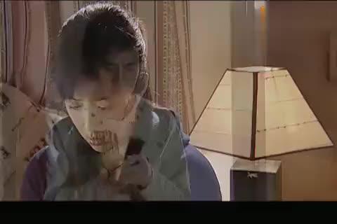 富二代将奶奶糊弄自己偷偷给灰姑娘打电话谈个恋爱真不容易