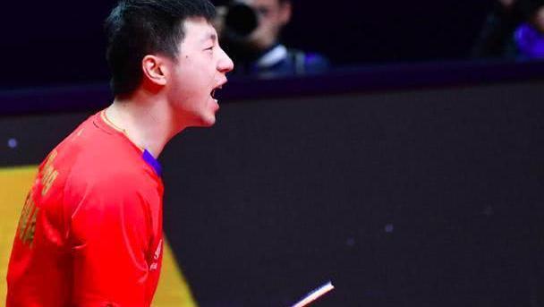 完胜世界第一!马龙第七次进决赛冲击第六冠,刘国梁露慈父般微笑