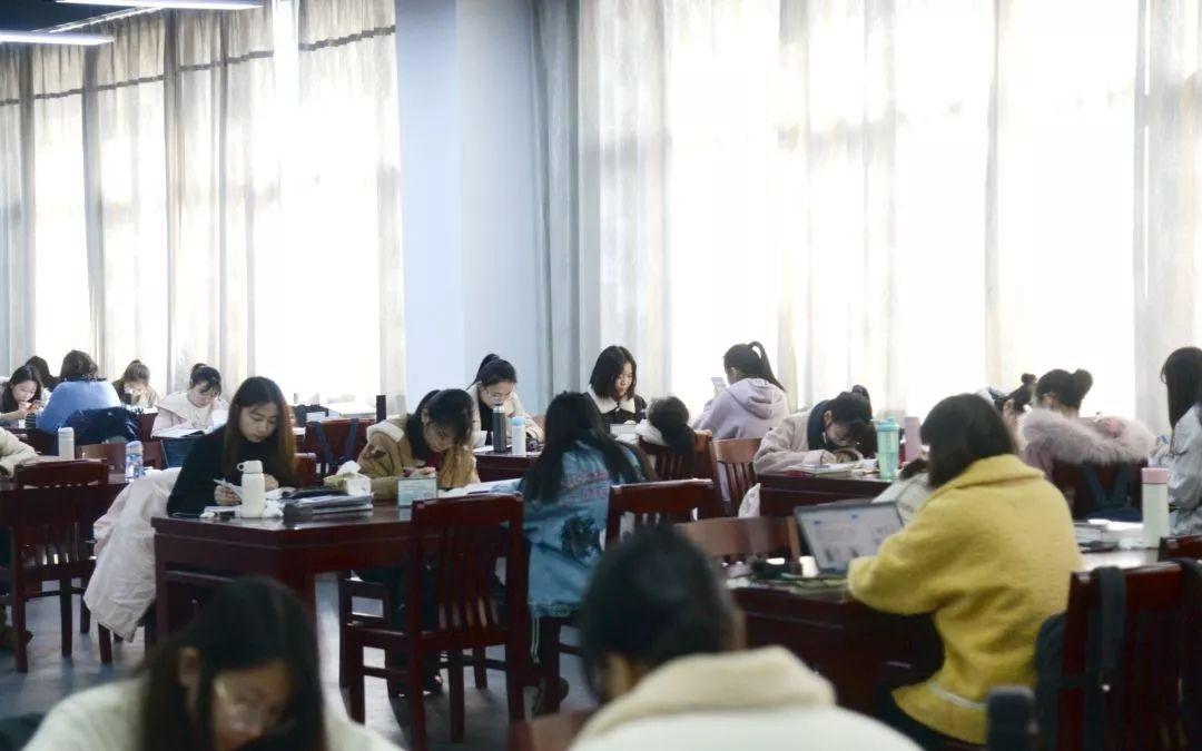 图书馆是期末考生的聚集地