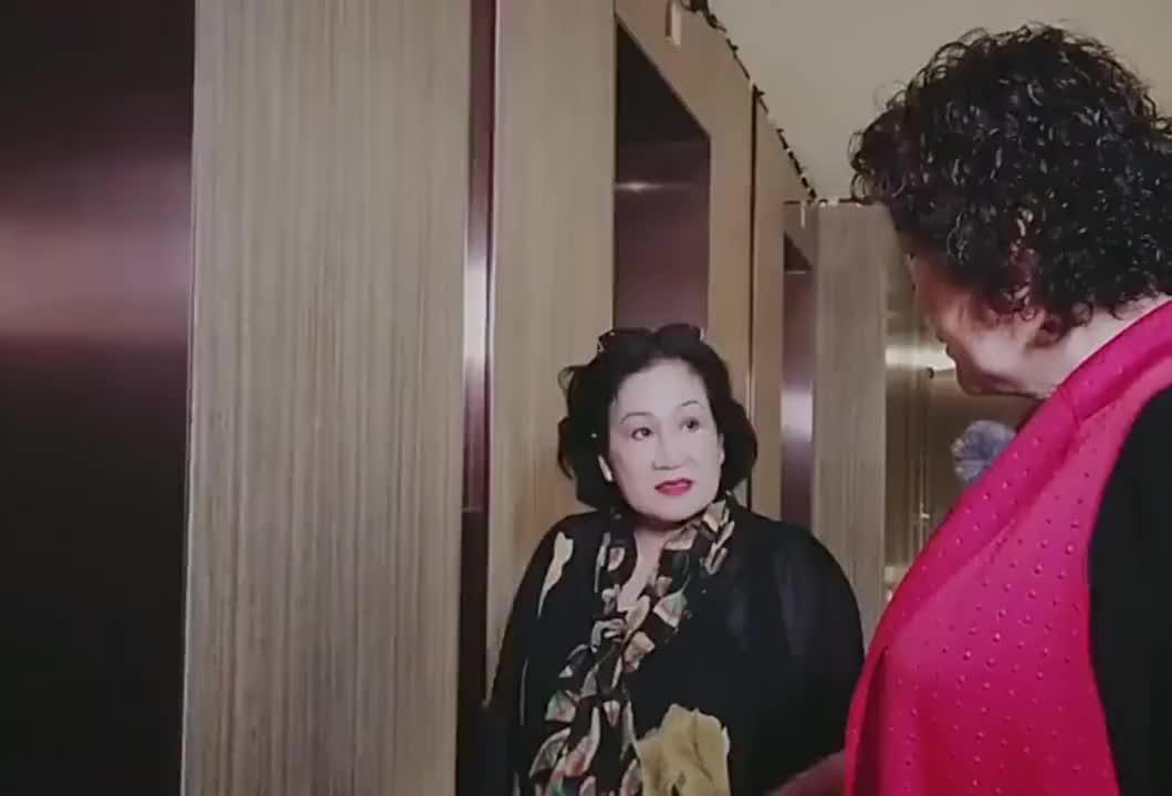 张伦硕和钟丽缇的妈妈语言不通这是在用灵魂沟通