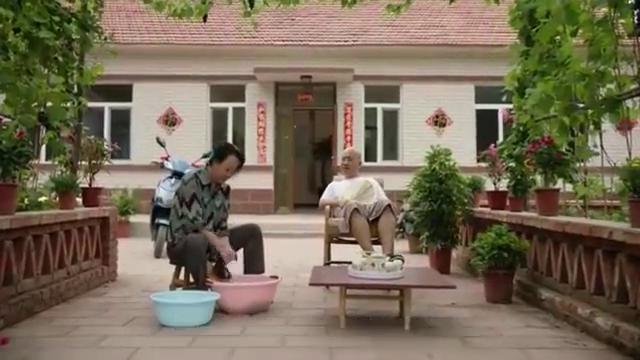《乡村爱情故事》,刘能嘲笑赵四爱女装,说出原因惹人疼