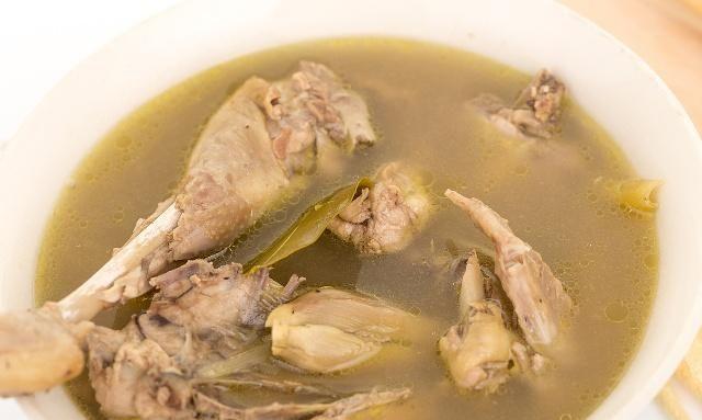 营养很高的鸡汤,但是炎症的人不能多喝