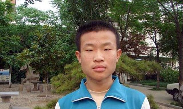 他两次获得国际奥数满分金牌,却拒绝麻省理工,留在北大研究数学