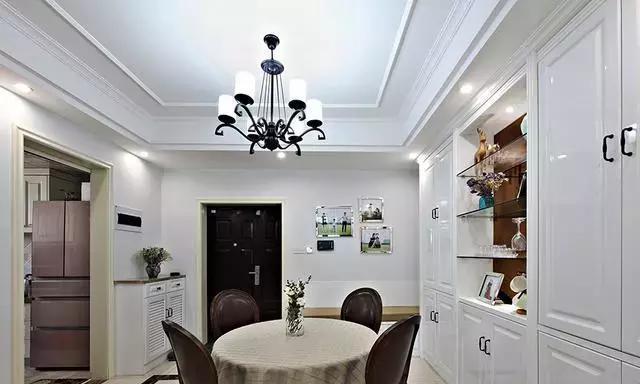 129平三居室,美式风装修,主卧与次卧的阳台都设计得很惬意
