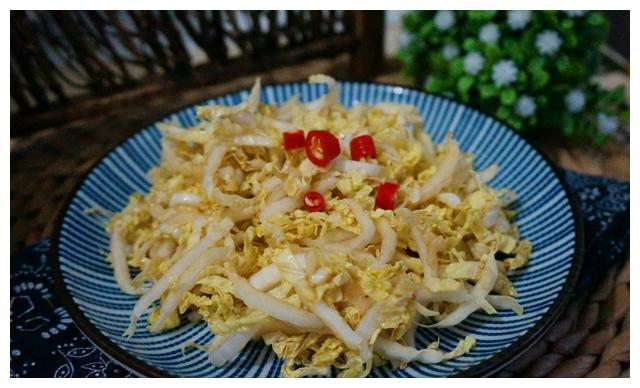 美食推荐:凉拌娃娃菜,干锅鱼丸,炒粉丝,酱香春笋鸡块