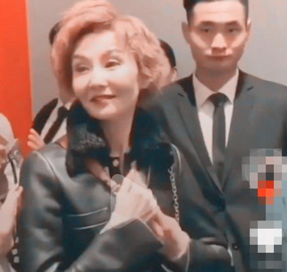不老女神都是假的?55岁张曼玉近照曝光,堪比75岁老太太?