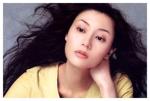 48岁女神李嘉欣波浪卷发美腻却很少留刘海,哪些人不适合有刘海图片