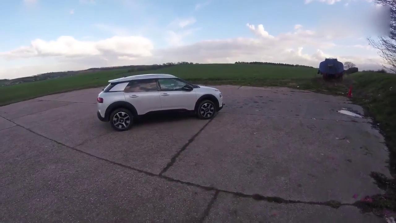 视频:行驶质感一辆!2018 雪铁龙Citroen C4试驾
