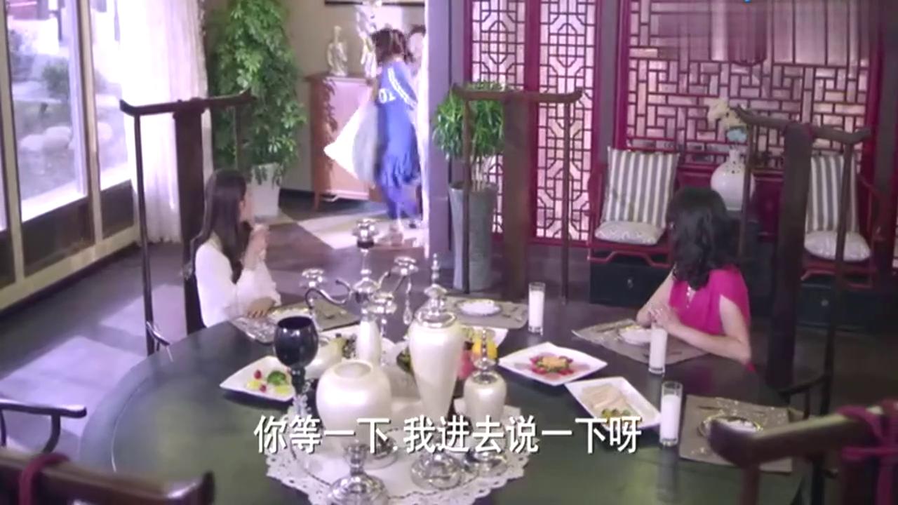 心机女嫌保姆餐具擦不干净,没想到让千金来擦桌子