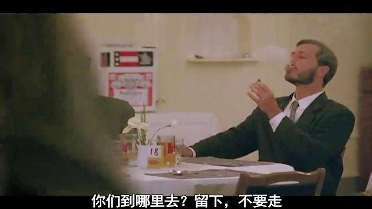 小伙在餐馆闹事,老板出狠招,小伙服气,对付小混混就是要狠