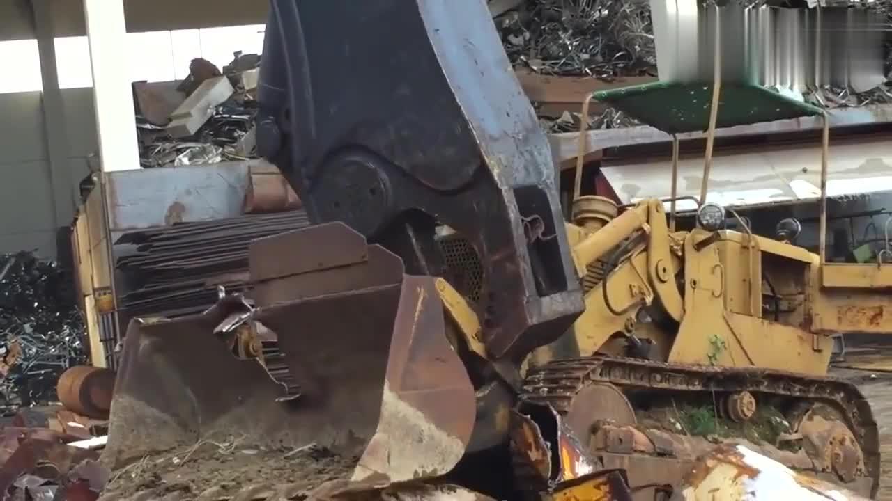 强大的剪切力推土机就这被粉碎太厉害了