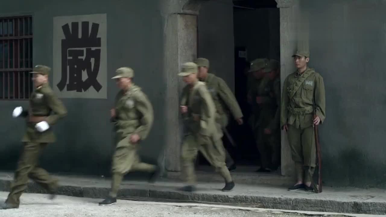 李申煽动工友情绪罢工嘴上说着大仁大义兄弟重伤却不救治