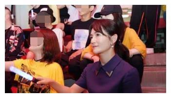 谢娜现身张杰演唱会破离婚谣言,跟张碧晨坐一起证明闺蜜关系和睦