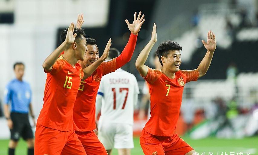 武磊梅开二度于大宝替补秒杀,国足3-0完胜菲律宾提前出线