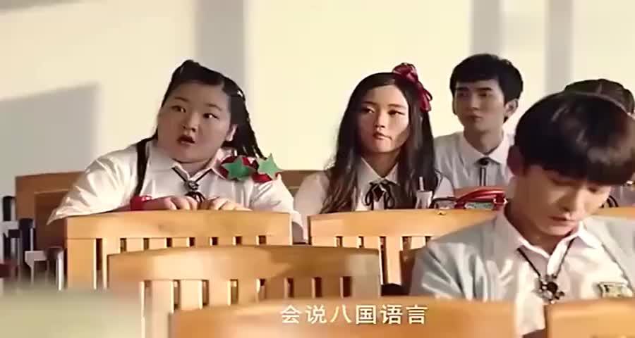 美女转学生是大家族继承人,班级的男生都疯狂了