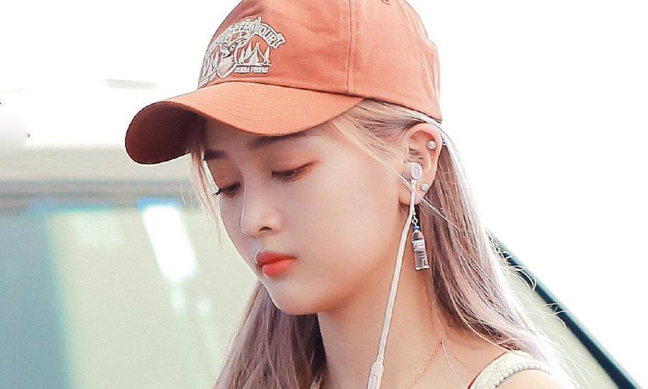 吴宣仪清凉造型上线,橘子汽水味的少女,却被耳坠抢了镜?