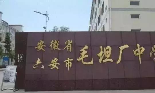 """上万复读生争进""""高考工厂""""毛坦中学再战一年 一年做5000套卷子"""